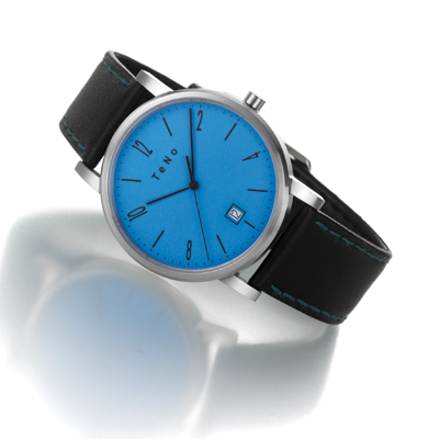 Uhr mit blauem Zifferblatt